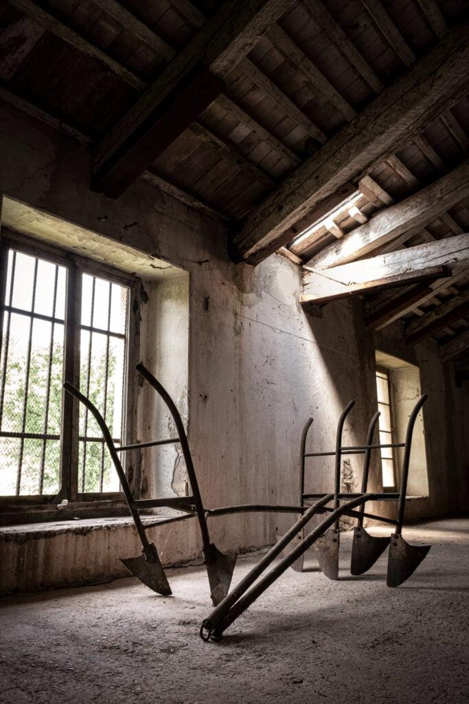 L'aratro esposto nel solaio della Cantina Barchessa Loredan testimonia l'antica tradizione contadina del luogo.