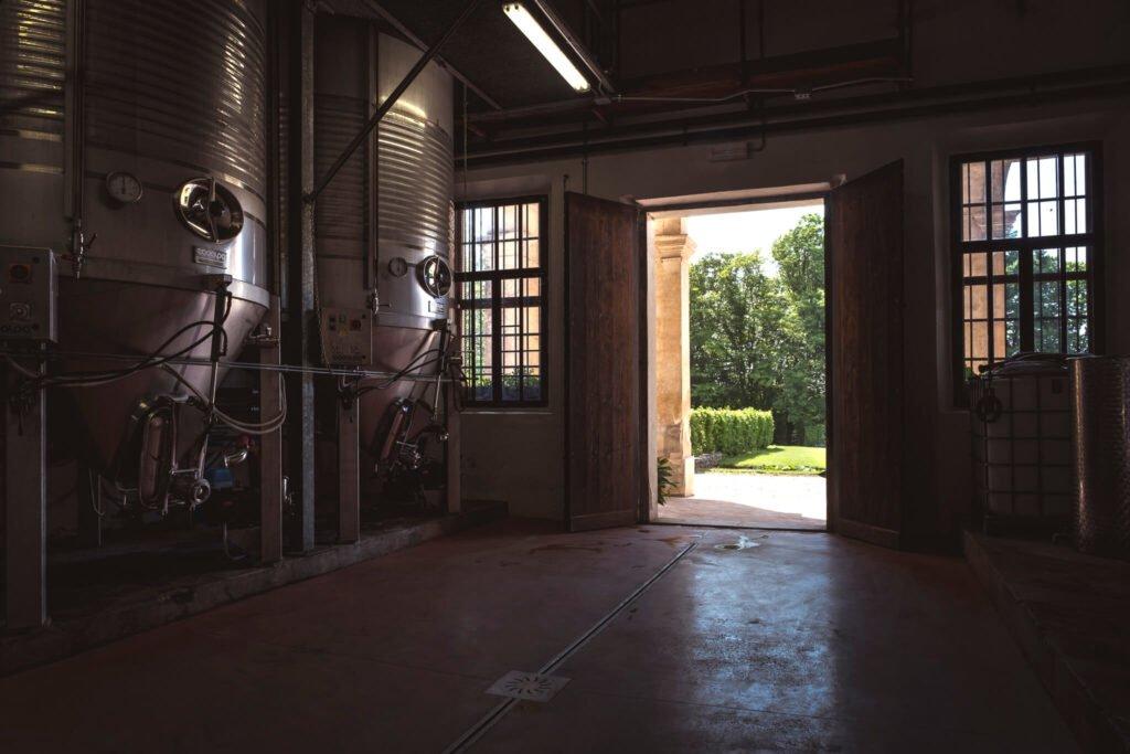 Gli ambienti della Cantina Barchessa Loredan sono stati ricavati all'interno della barchessa, e le mura e le travature sono le stesse da secoli.